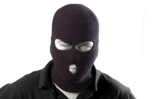 Bandido encapuzado volta a agir e faz de vítima mulher no Bairro de Fátima