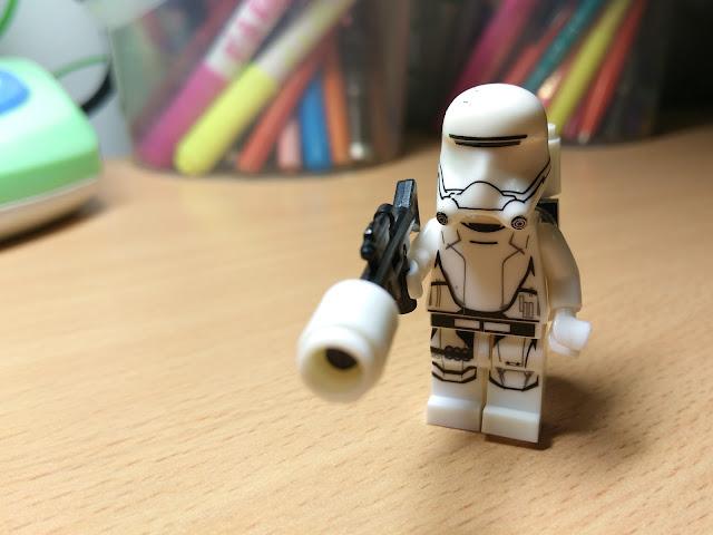 Штурмовик-огнеметчик лего минифигурка купить