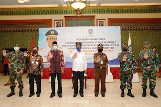 Isdianto Serahkan Bantuan Berupa, Sejumlah Alat Kesehatan , 3.838 Paket Sembako dan Uang Senilai Rp500 Juta untuk Natuna