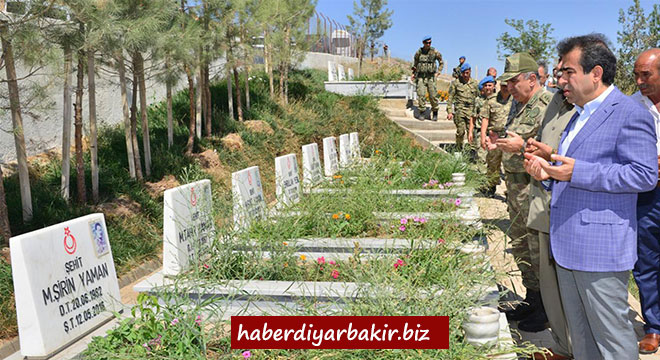 Diyarbakır Valisi Hasan Basri Güzeloğlu'ndan Tanışık köyüne bayram ziyareti