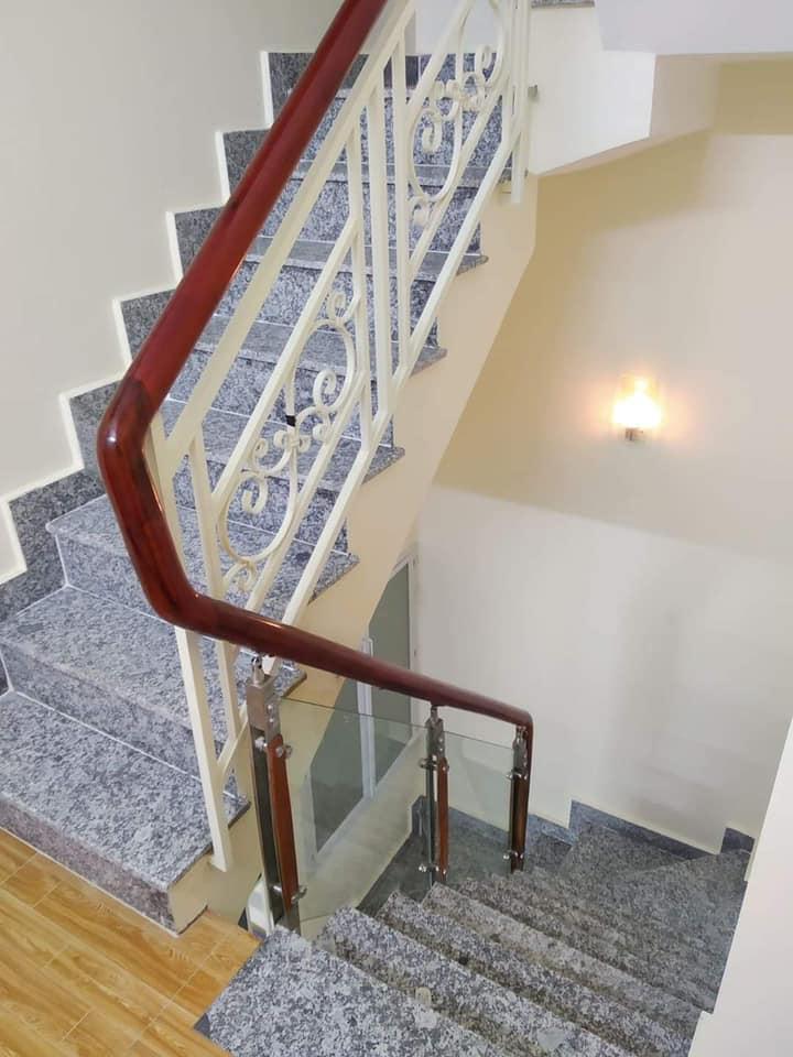 Bán nhà hẻm Âu Dương Lân Quận 8 mới nhất. Dt 4,6 x 8,5m trệt 2 lầu sân thượng