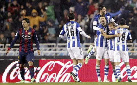 Thầy trò Moyes đánh bại cả Barca trên sân Anoeta