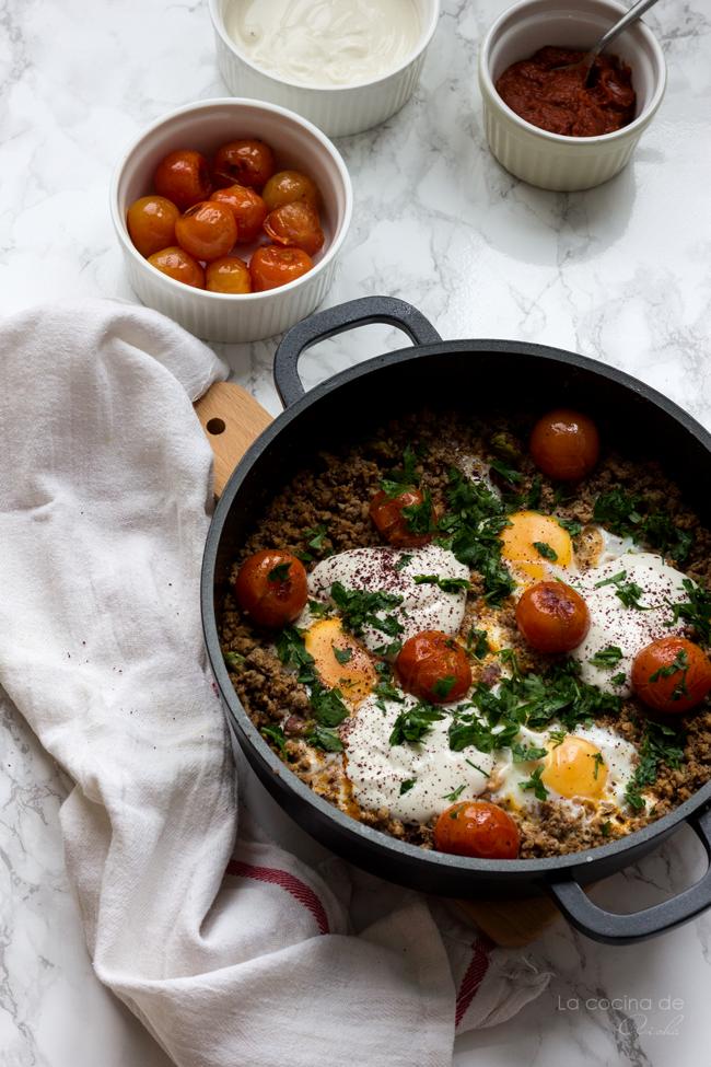 huevos-plato-cordero-yotam-ottolengui