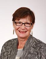 Head shot of Karen Shirer