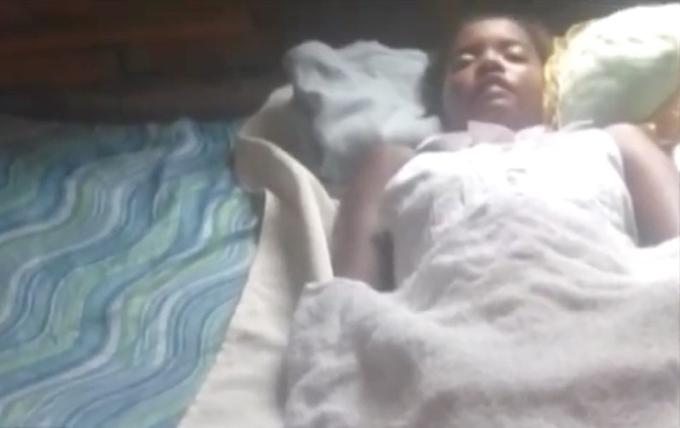 Mujer dada por muerta abre ojos durante sepelio