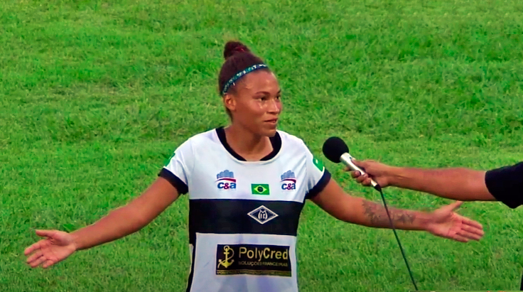 jogadora de futebol feminino