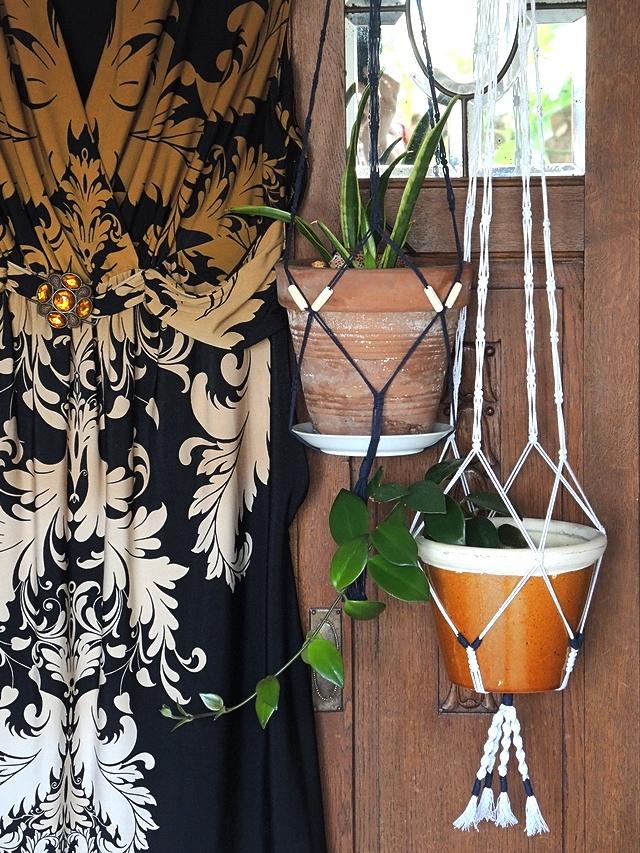 DIY: macramé - duo van plantenhangers - a pair of plant hangers