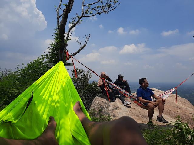Hammockan di Gunung Kandaga
