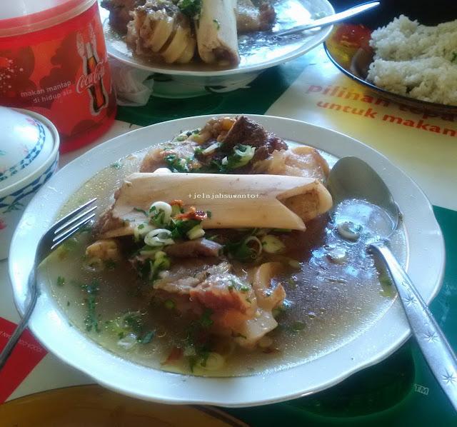 Salah satu kuliner Makassar dan sekitarnya, Sop kikil Pangkep  | © jelajahsuwanto
