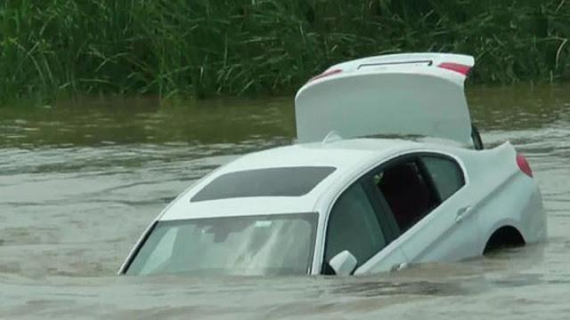 Ινδός πήρε για δώρο μια BMW και την έριξε στο ποτάμι επειδή ήθελε μια Jaguar!