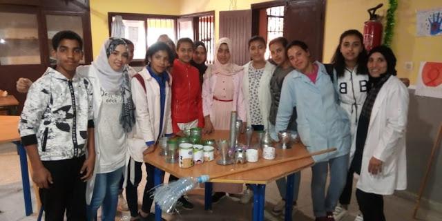 مؤطرتا الورشة البيئية رفقة جانب من تلاميذهما