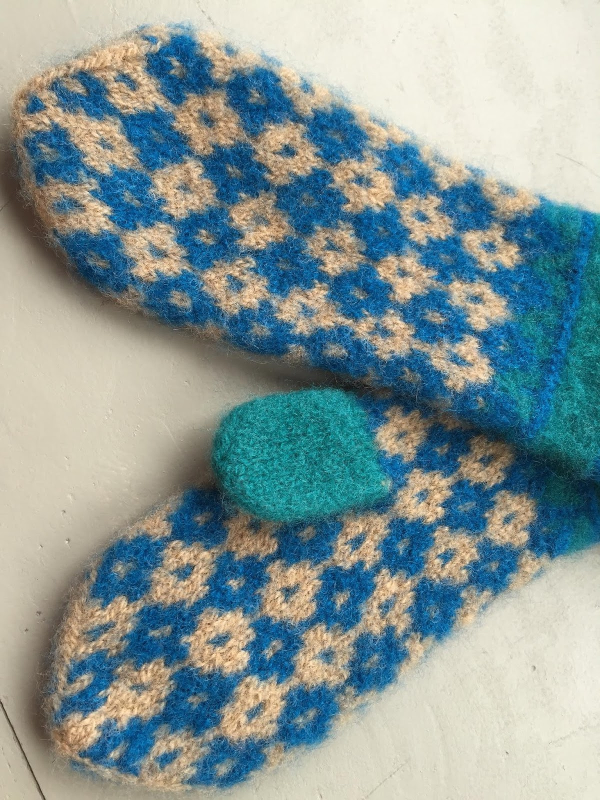The Feisty Redhead: Colorwork-Crazy Vespergyle Mittens for Jessica