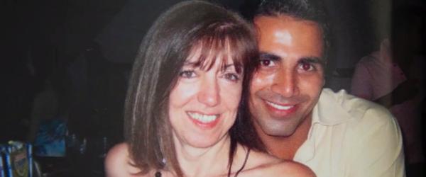 50-летняя женщина, которая вышла замуж за 22-летнего араба, осталась без дома и денег