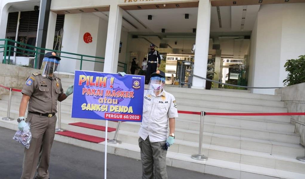 Satpol PP Jawa Barat Catat Terdapat 32.831 Kasus Pelanggaran Prokes