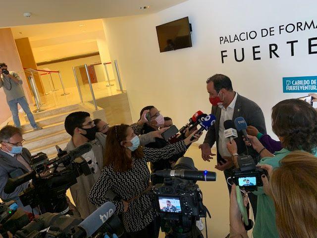 Fuerteventura.- El  Presidente del Cabildo, Blas Acosta, renuncia a la Presidencia de la Corporación
