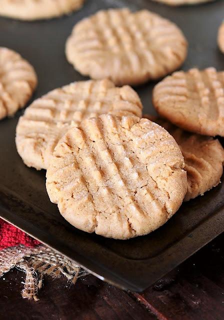 4-Ingredient Flourless Peanut Butter Cookies Image