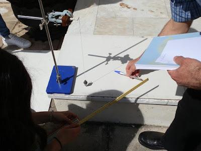 «Το πείραμα του Ερατοσθένη» αναβιώνει, διδάσκει και συναρπάζει στα ελληνικά σχολικά προαύλια!