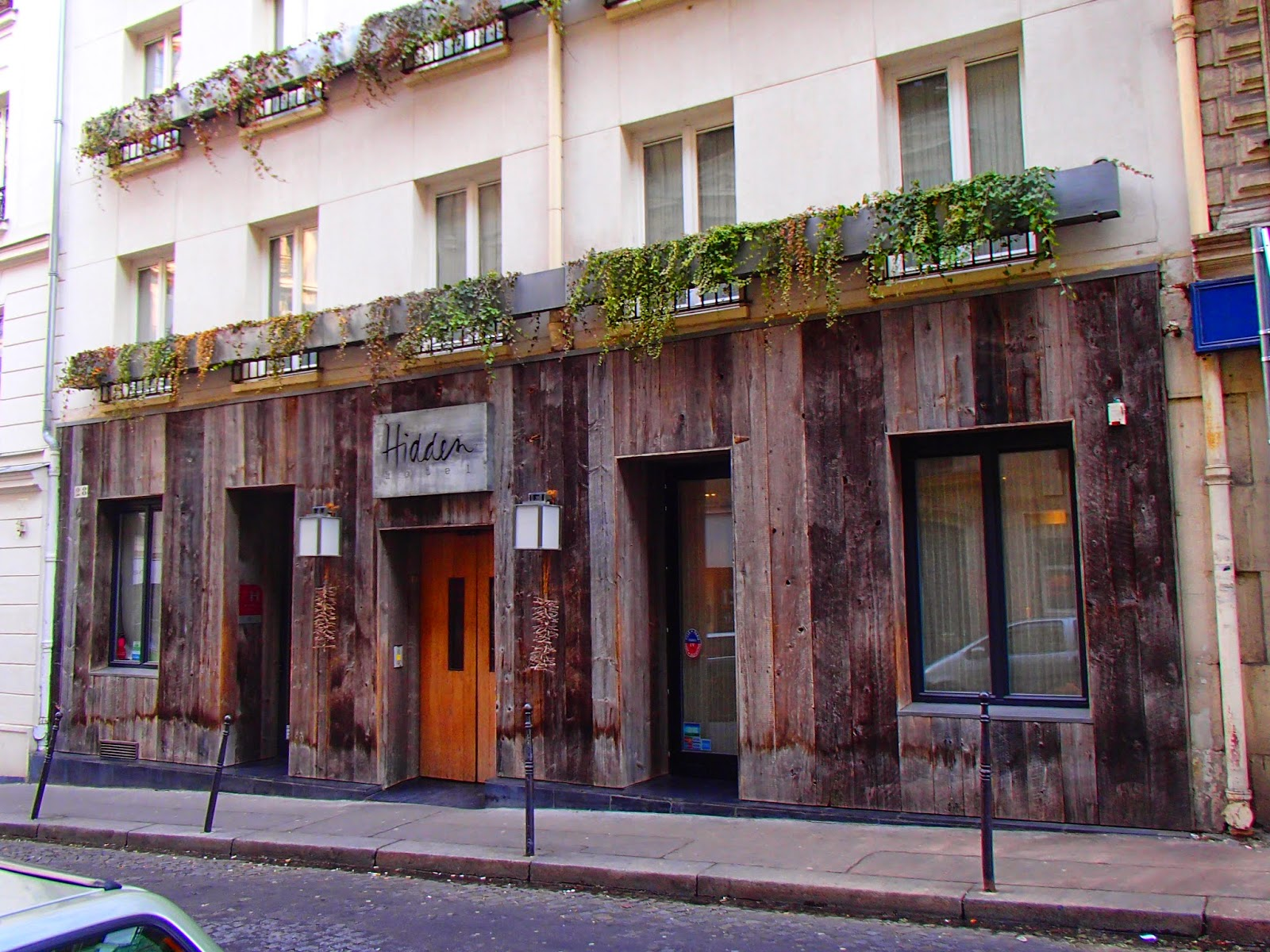 http://www.theaussieflashpacker.com/2015/02/luxury-hotel-review-hidden-hotel-paris.html