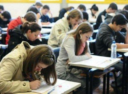 Estudantes do programa Educação de Jovens e Adultos pode ficar sem material em 2017
