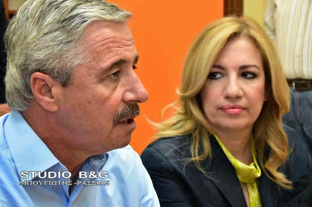 Ο Μανιάτης παρουσία Γεννηματά παρουσιάζει τους βασικούς άξονες για το «Πρόγραμμα Ελλάδα» στην Κλαμάτα
