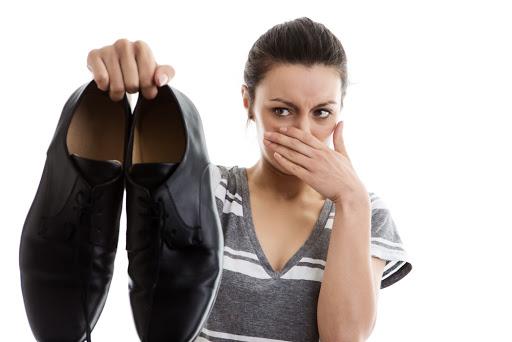 طريقة التخلص من رائحة الاحذية الكريهة