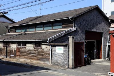 """ウエスコ大阪店の紹介:場所は東大阪市の中でも大阪市にほど近い""""高井田西""""という地域にあり、アクセスはバイクや車、電車でも良好で、駐車スペースもありバイクですと複数台停めて頂けます。"""