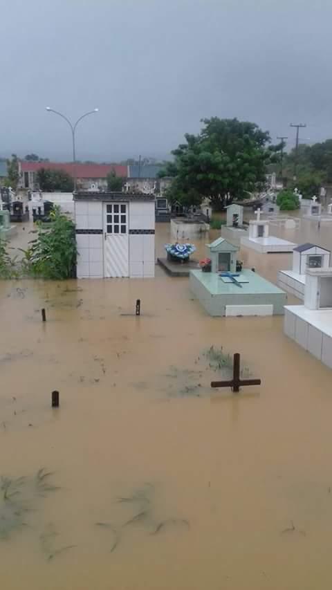 Resultado de imagem para cemitério inundado