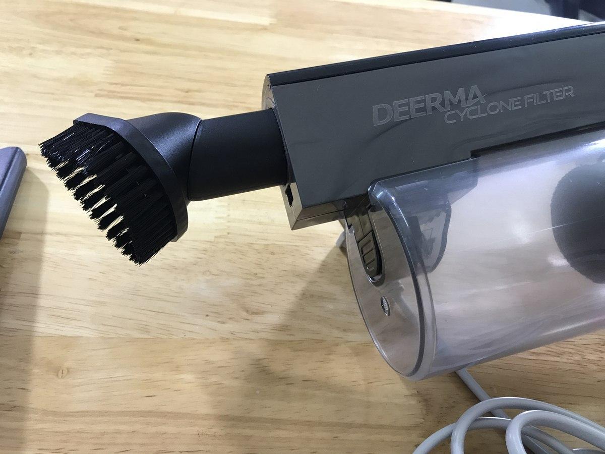 Trên tay máy hút bụi Deerma DX700s
