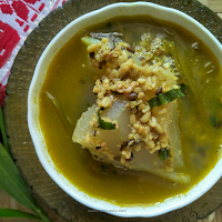 Assamese Style Mati Mahor Dail Omita aru Ada paat diya (Black Gram with Papaya and Ginger Leaves) is a simple black gram recipe  that can be served in main course with steamed rice. The use of ginger leaves make the curry extremely aromatic.