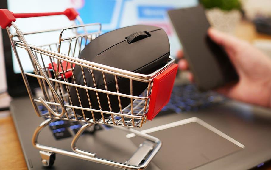 ofertas-en-dos-portatiles-un-monitor-una-placa-dos-ssds-una-barra-sonido