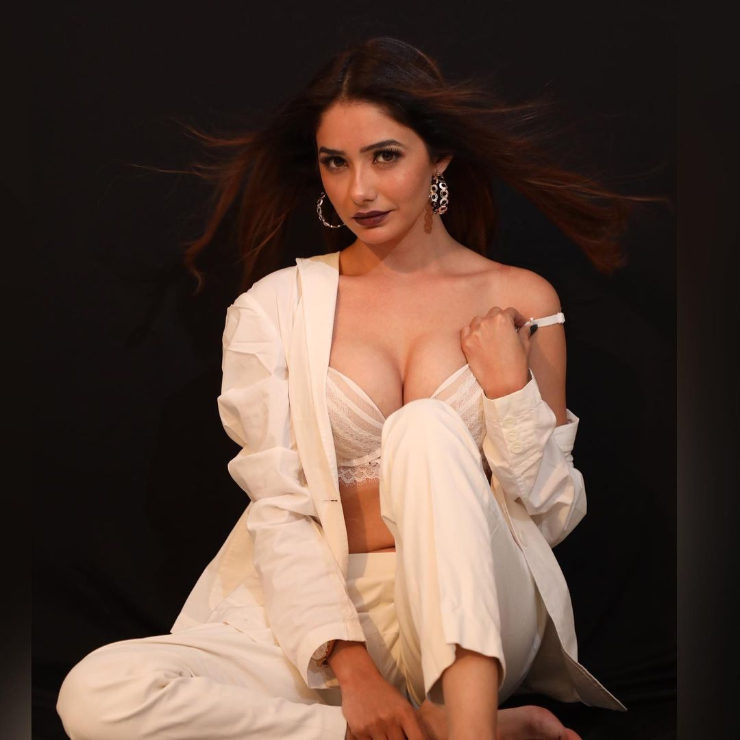 Bollywood Heroin Leena Jumani Pictures