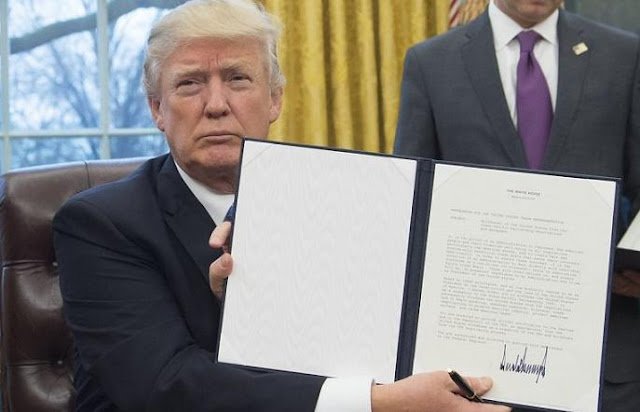 File:Donald Trump to Sign Executive Order Prohibiting Muslims From Entering US.svg