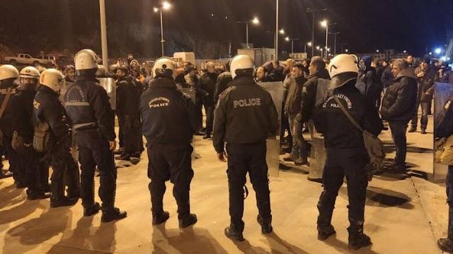 Μεταναστευτικό: Νύχτα έντασης στη Χίο - Στο νοσοκομείο ο δήμαρχος Σταμάτης Κάρμαντζης