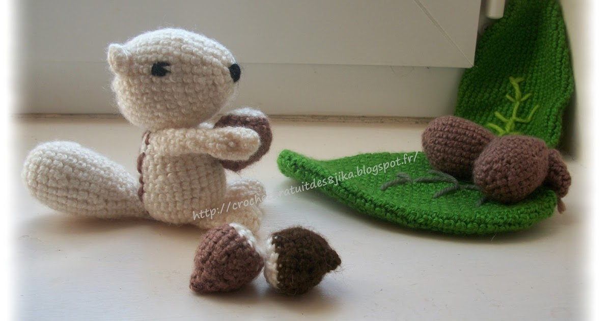 le crochet des8jika petit cureuil et sa noisette au crochet. Black Bedroom Furniture Sets. Home Design Ideas