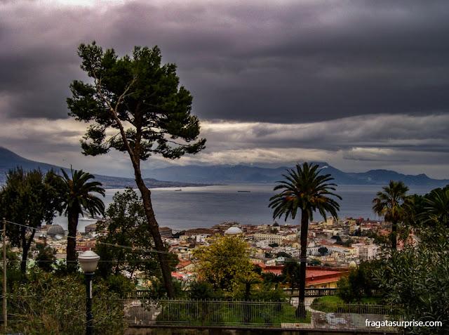 Nápoles vista do Monte Vomero, com o Vesúvio ao fundo