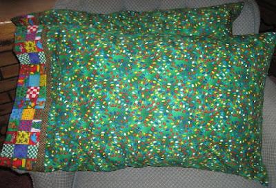 Fundas de almohadones con ropa reciclada