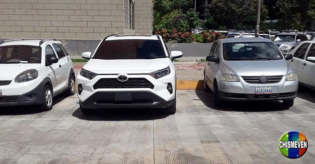Camionetas nuevas estacionadas en las residencias de Chavistas de Fuerte Tiuna