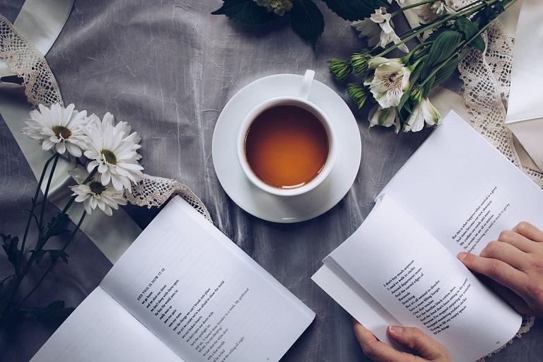 Menikmati Keindahan Puisi, dari Lembar-lembar Koran Sampai di Instagram, naviri.org, Naviri Magazine, naviri majalah, naviri