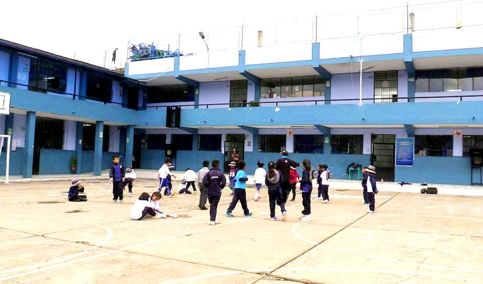 MDT construye auditorio y centro de cómputo para la I.E. Lobatito