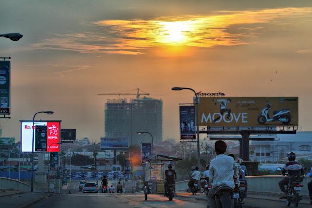 Phnom Penh au petit matin. Photographie par Christophe Gargiulo