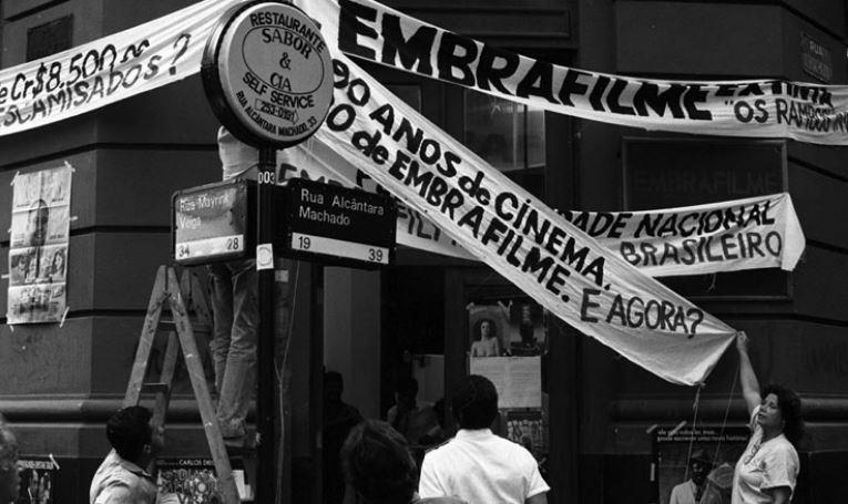 Protesto, no Rio de Janeiro, contra a extinção da Embrafilme (abril de 1990). Foto: Luiz Pinto/Agência O Globo