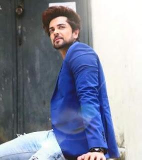 Piyush Sahdev sebagai pemeran Abu Fazl