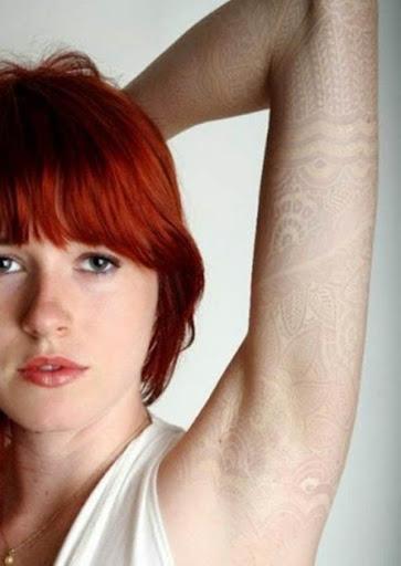 Tinta branca tatuagens que serve como luva