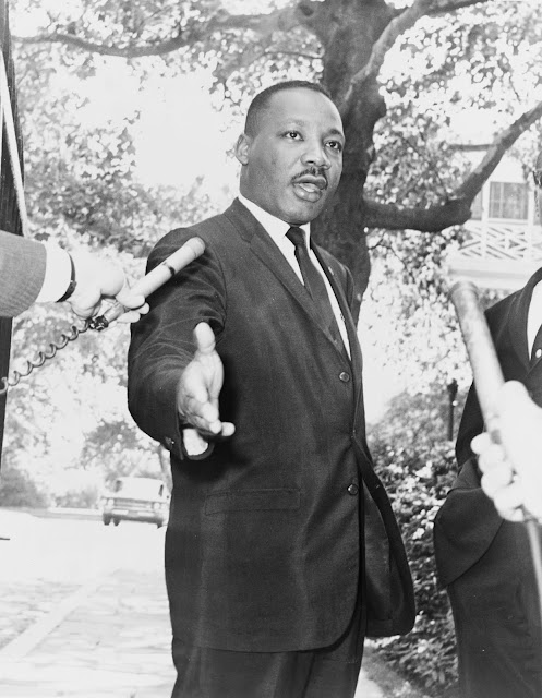 Short biography of Martin Luther King, Jr in english
