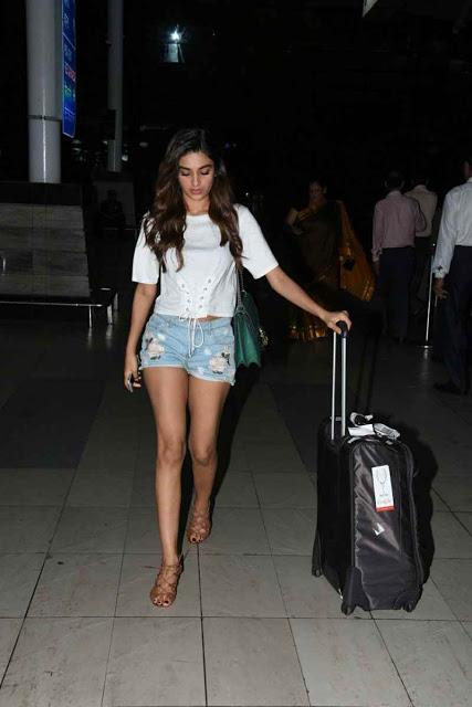 Nidhi Agarwal Snapped at Mumbai Airport