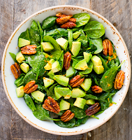 Candied Pecan Avocado Organic Spinach Salad (Source: kblog.lunchboxbunch.com)