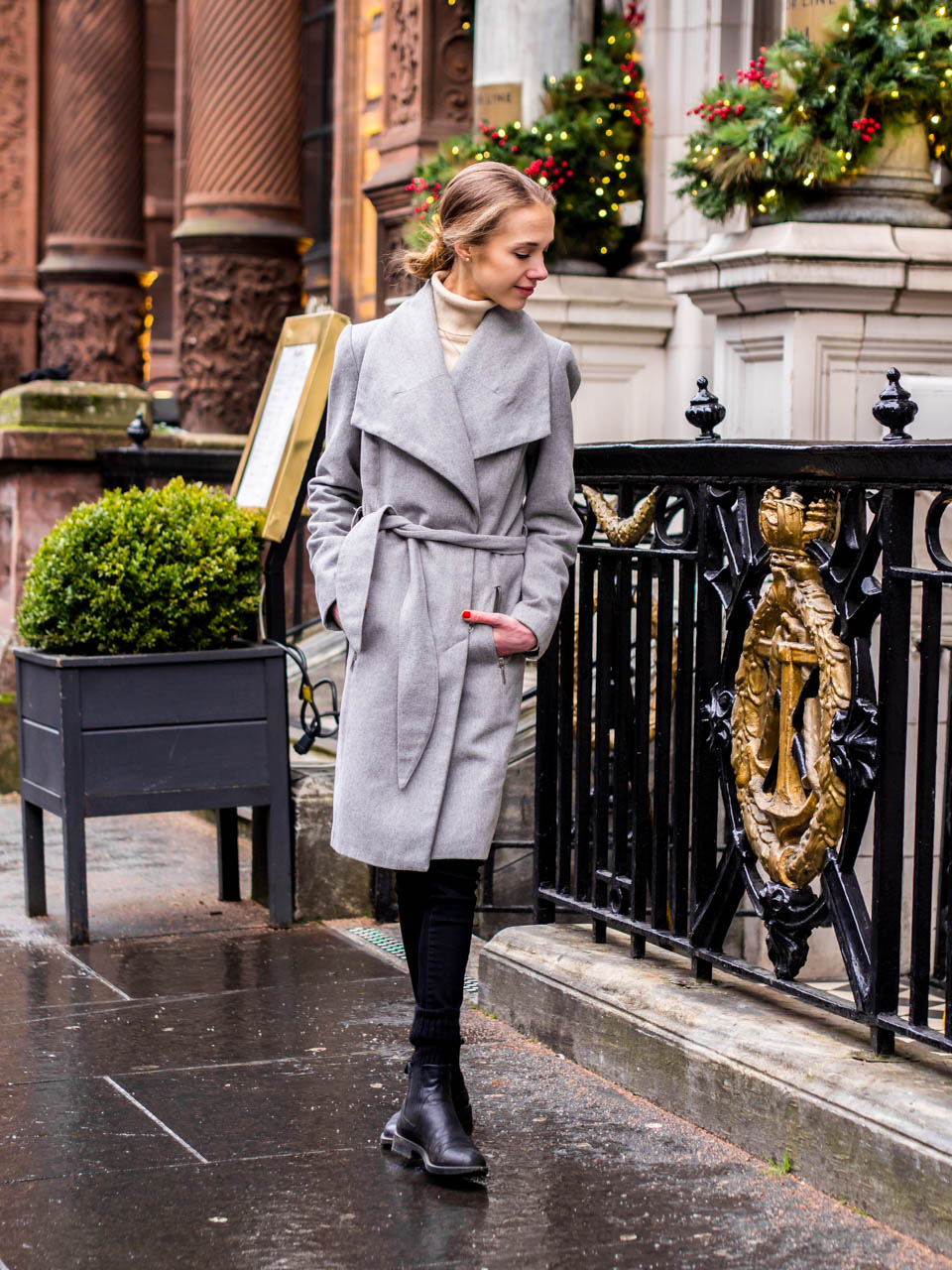 Minimal chic winter outfit inspiration with grey wool coat - Minimalistinen talvimuoti + harmaa villakangastakki