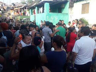O Instituto Ramalho Neto entregou na tarde deste domingo (27), centenas de brinquedos durante a festa das crianças, no Buraco de Afonso em Guarabira.