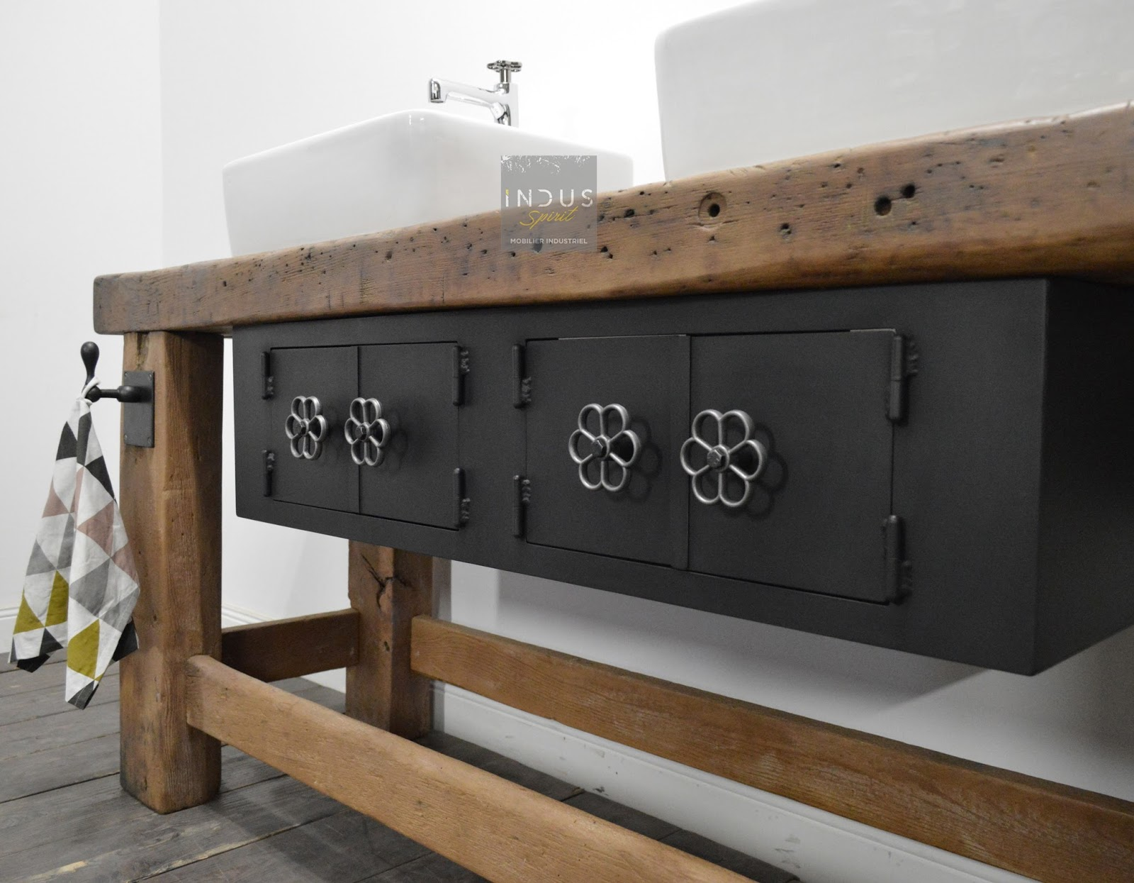 meuble de salle de bain industriel