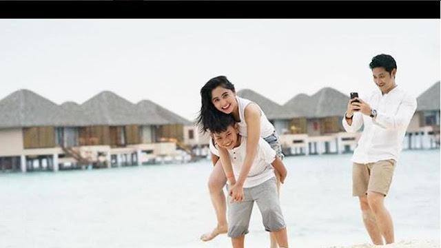 Dewi Persik liburan Di Maladewa, menggunakan Bikini